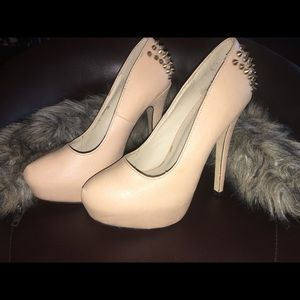 Shoe dazzle heel size 6